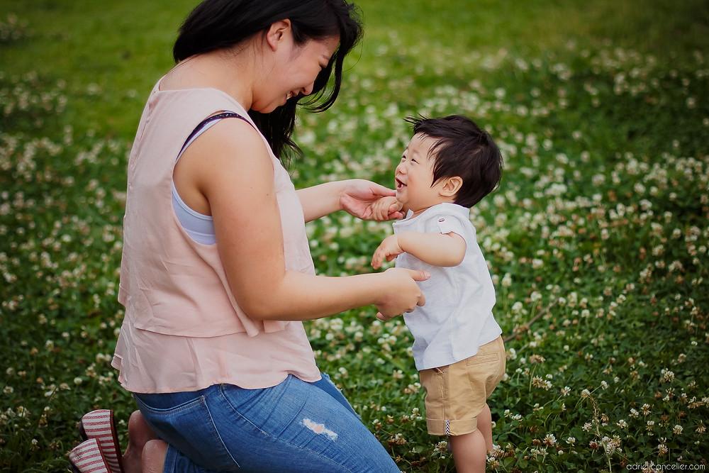 bebê japonês aprendendo a andar em Curitiba