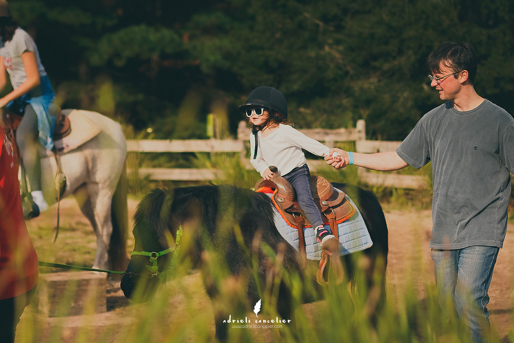 criança andando a cavalo curitiba
