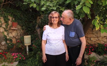Grandma and Grandpa Are Moving to Senior Housing (Maybe) (סבא וסבתא עוברים לדיור מוגן (אולי)