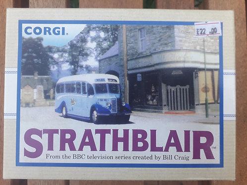 Corgi 97765 Strathblair Bedford OB Coach + Morris J van set