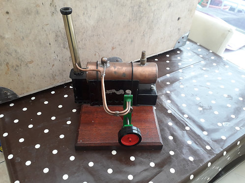 Scratchbuilt live steam horizontal stationary engine