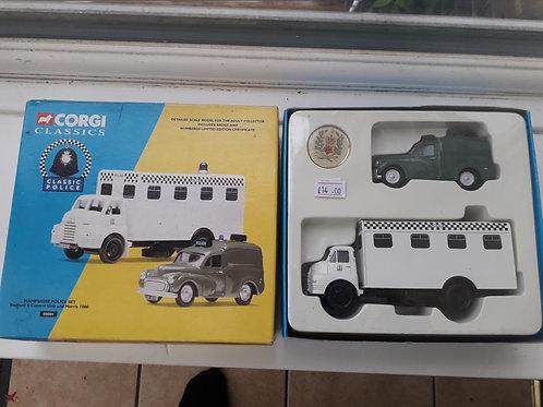 Corgi Classics 08004 Hampshire Police Set Bedford S Control Unit + Morris 1000