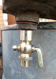 Stationary engine fuel tap