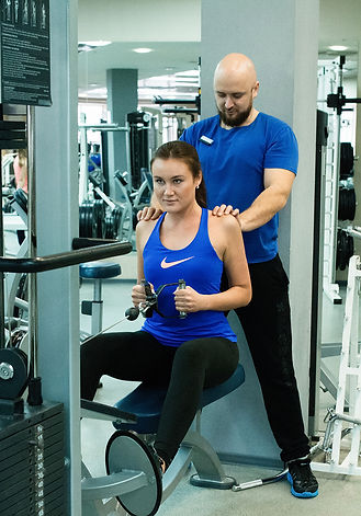 Персональная тренировка в тренажерном зале фитнес-центра Медлайф