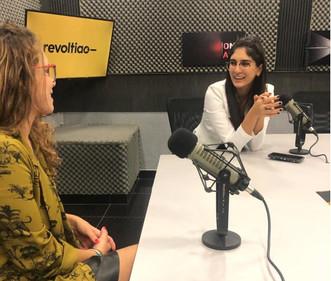 Carolina Lara Mesa Radio.jpg