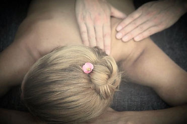 Naturopathe & massage-bien-être à Suresnes 92 - Massage dos, jambes, visage, corps complet, anti-cellulite, réflexologie, ventouses, mokas - Aux huiles végétales et aux huiles essentielles bio