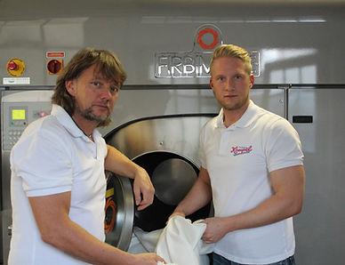 Ralf & sein Sohnund Textilmeister André Wighart kümmern sich tagtäglich um Ihr anliegen