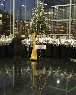Chor mit Harfenbegleitung