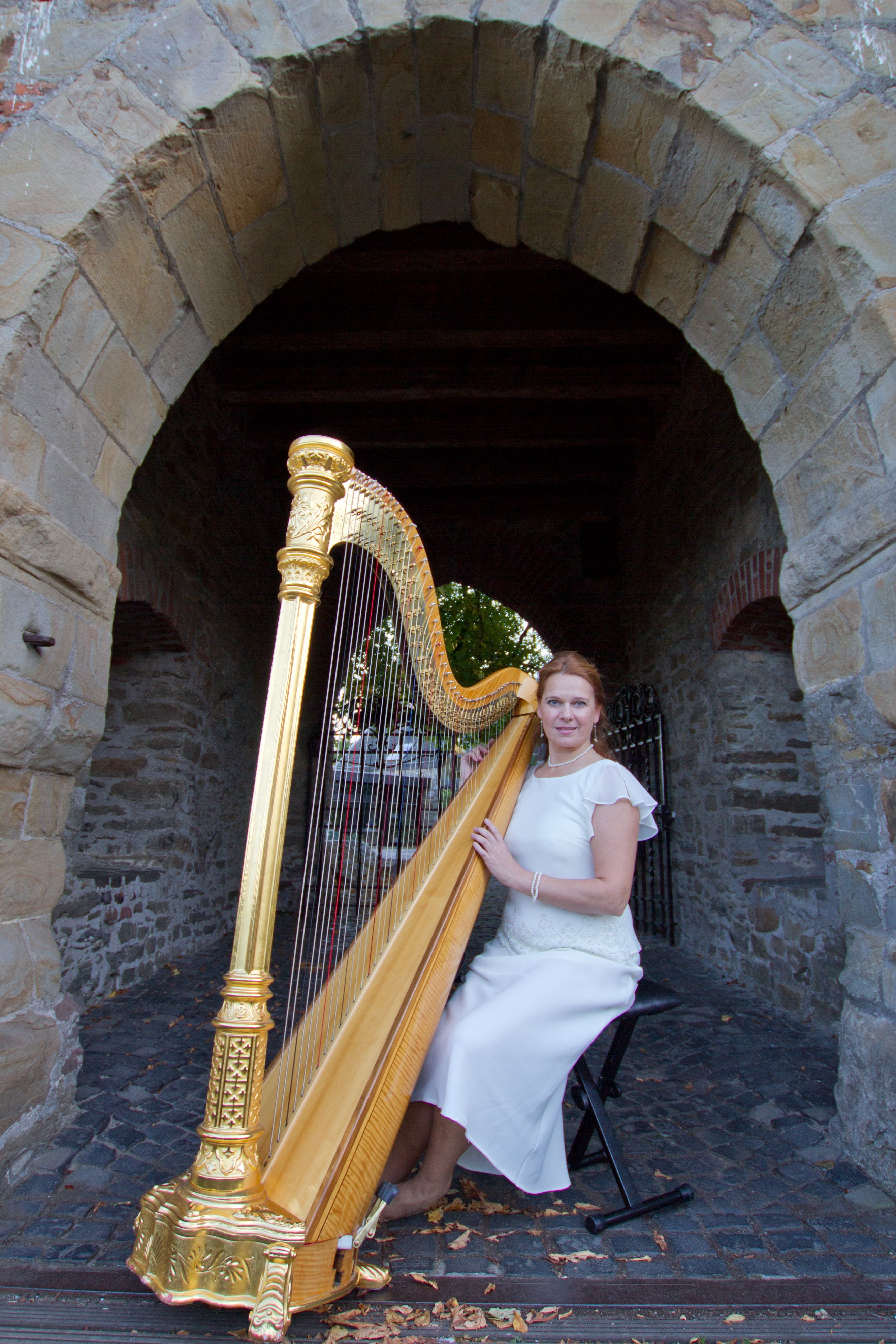 Engel an goldener Harfe