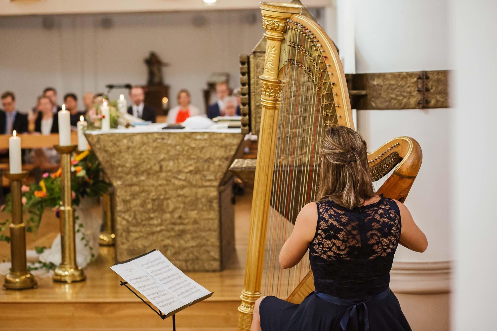 Harfe in Kirche Konzert