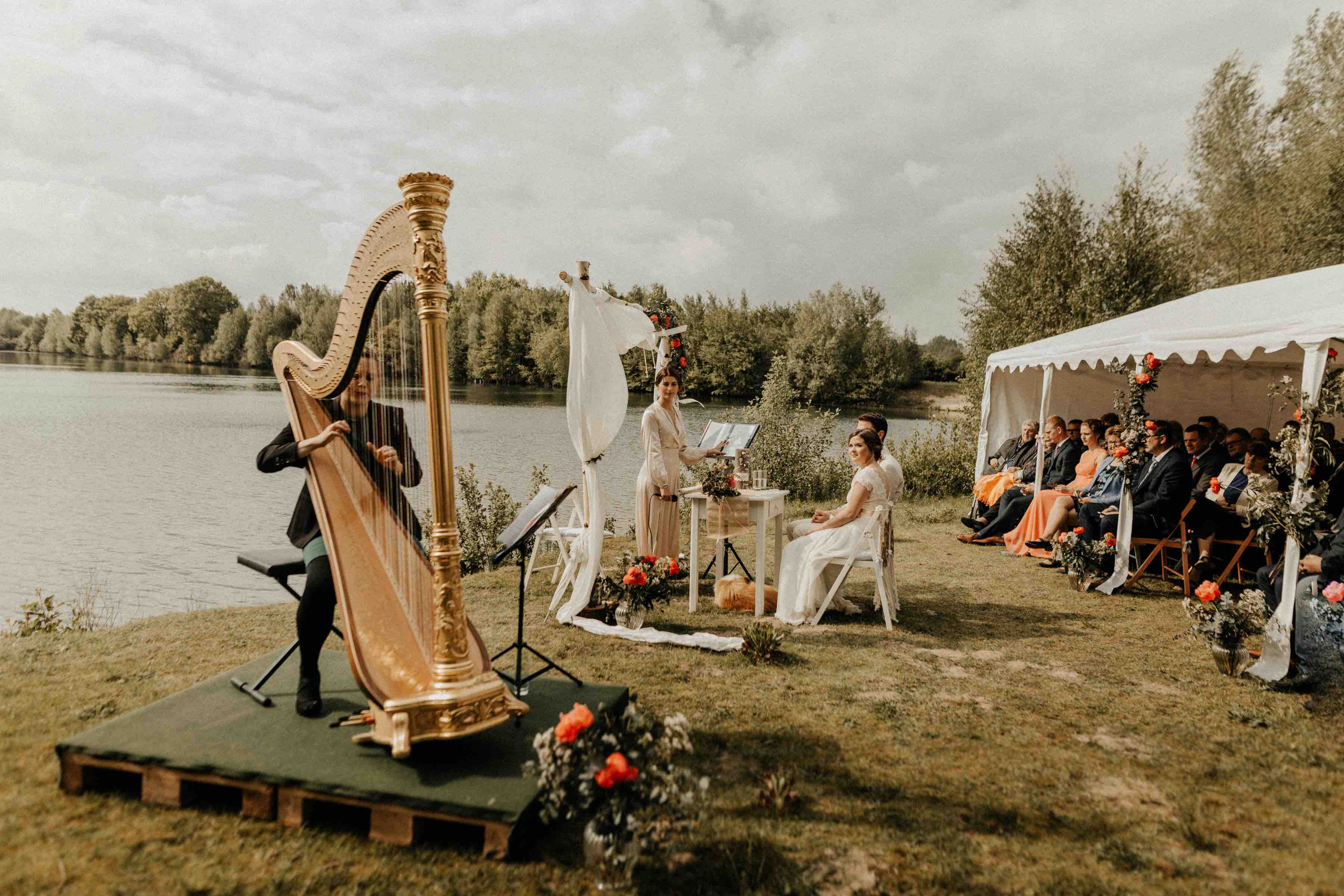 Freie Trauung mit Harfe am See
