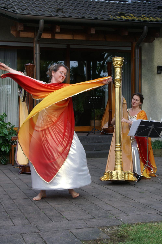 Harfe und Tänzerin