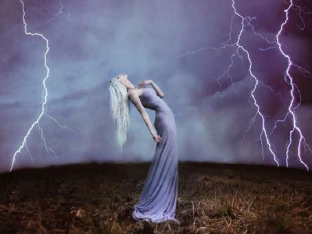 Le Donne Fulmine si stanno riunendo: iniziazione alla tempesta!