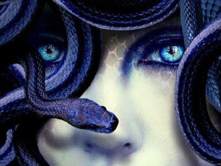 Medusa: vittima di uno stupro, trasformata in un mostro…