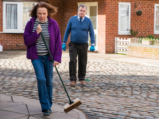 Cathy comes clean to trolling in Corrie as Alex trolled for defending her
