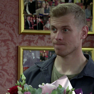 Leo makes his move on Jenny in Corrie
