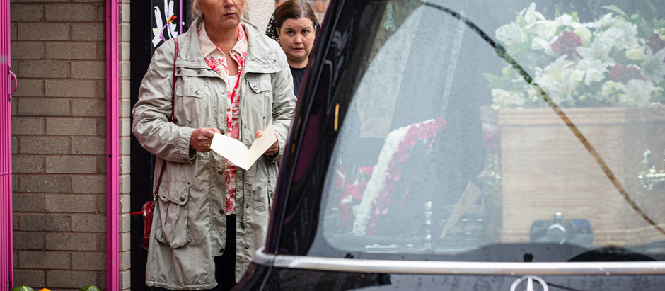 Todd and Eileen are held at gunpoint in Corrie