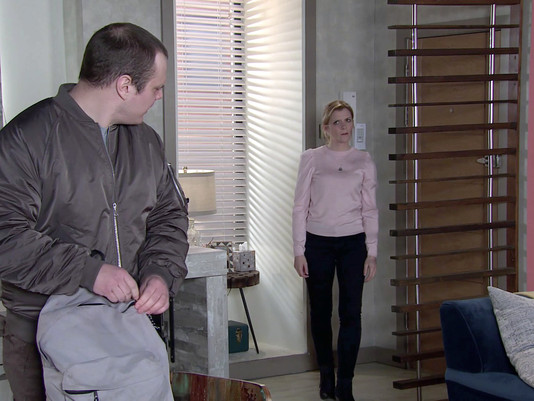 Leanne forced to leave Weatherfield after she admits to grassing up Harvey in Corrie