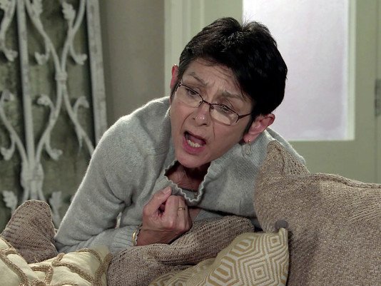 Yasmeen collapses in Corrie after locking herself in No.6, convinced she's going back to prison