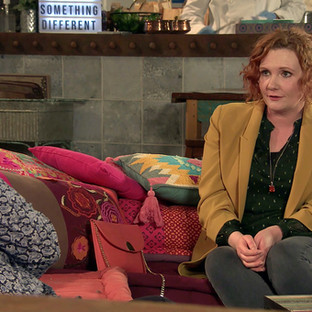 Tyrone gets annoyed as Fiz hits it off with Phill in Corrie