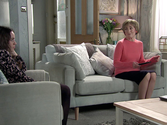 Elaine comes between Faye and Craig in Corrie