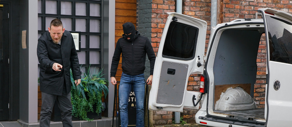 As the Platts say goodbye to No.8, Ray's cash troubles mount up in Corrie
