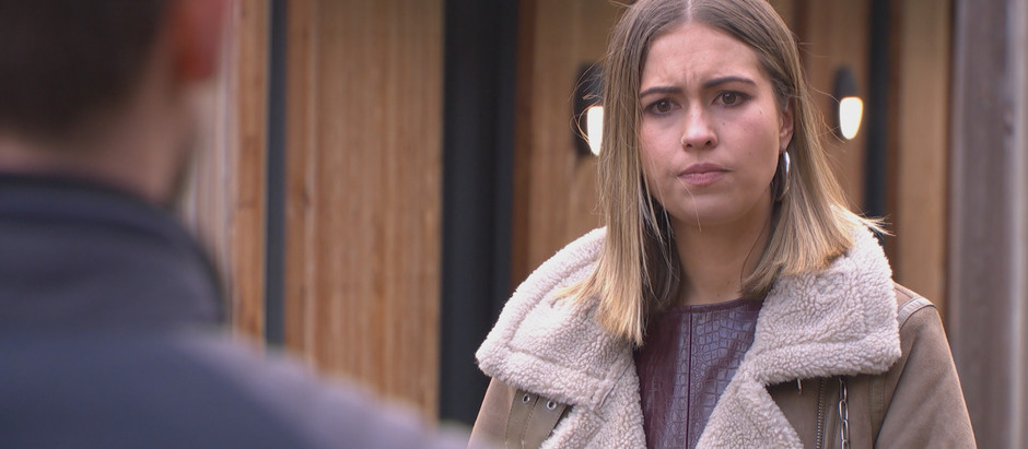Summer finds a gun as she's determined to blame Warren for her dad's attack in Hollyoaks