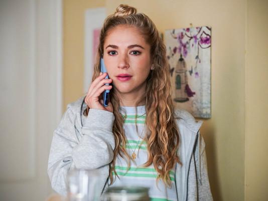 Nancy's behaviour worries Linda in EastEnders