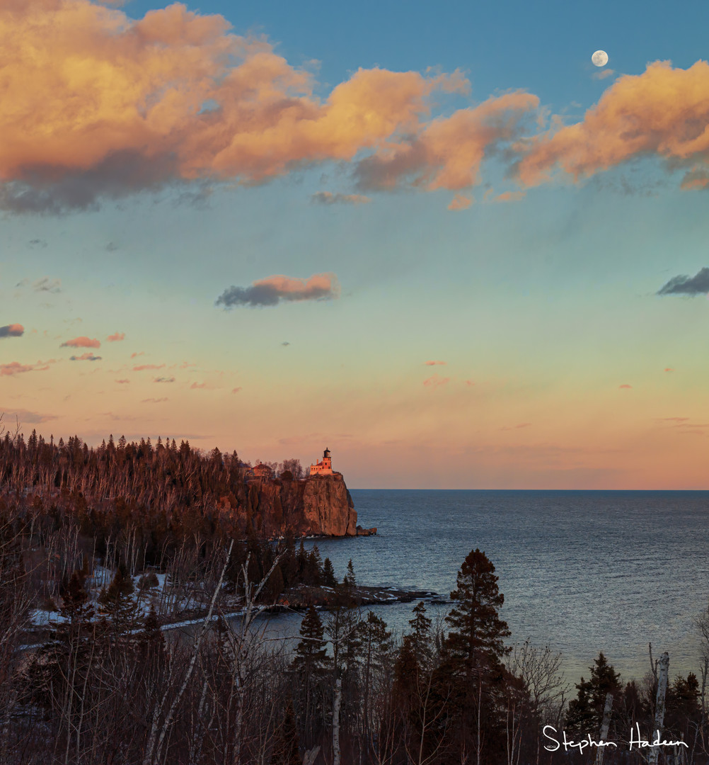 split rock lighthouse and moon