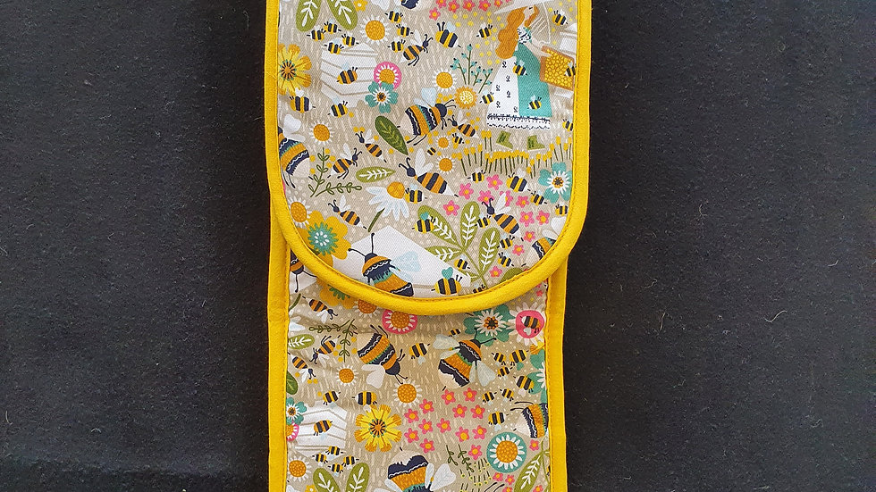 Ulster Weavers Oven Gloves Busy Bees