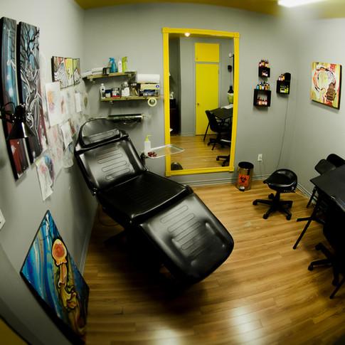 Salle de tatouage de Maxime Leclerc Unik Perçage Tatouage