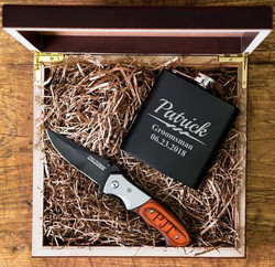 engraved-knife-flask-groomsmen-gifts_lar
