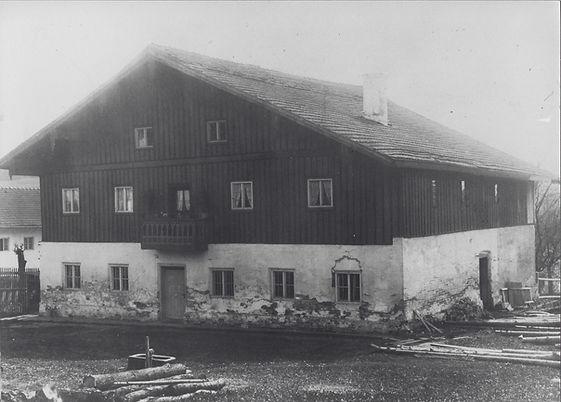 Pfarrhof vor 1920.jpg