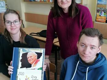 """Projekt """"Dary Dobra"""" z okazji roku Jana Pawła II i 100-lecia urodzin"""