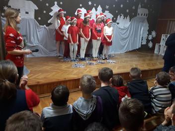 Świąteczny koncert przygotowany przez uczniów z PSP 2