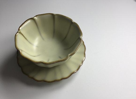 汝釉八瓣型茶盞連茶托 一套 A set of Ru Type Tea Cup & Stand