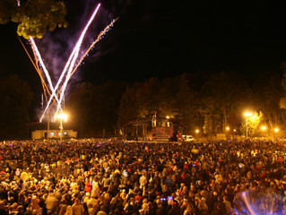"""I Фестиваль фейерверков """"Смоленский звездопад"""" состоялся 24 сентября 2011 года."""