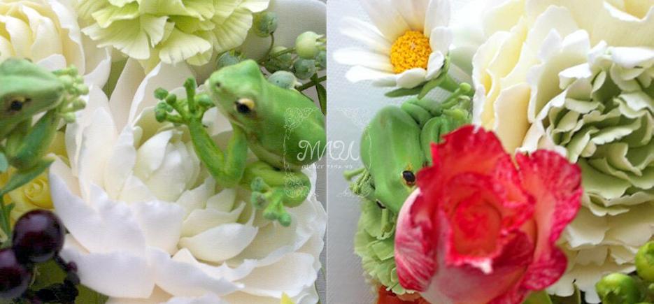 カエルと花のアレンジ