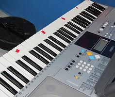 Teclado Yamaha - Casa da Musika.JPG