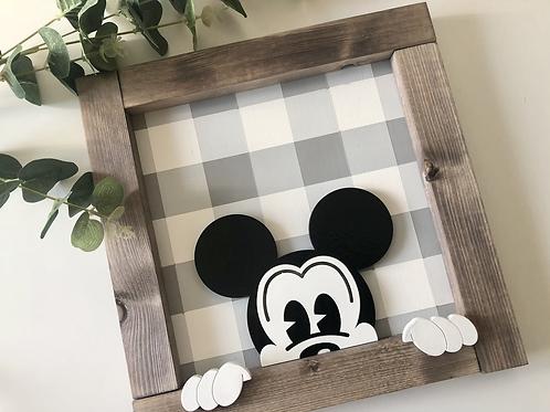 Mouse Peeking Frame