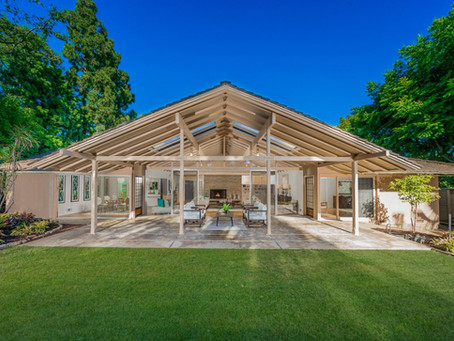 On the Market: 6 Homes with Sunrooms or Solariums