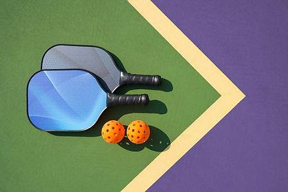 Pickelball-paddles-on-court-horiz-no-tex