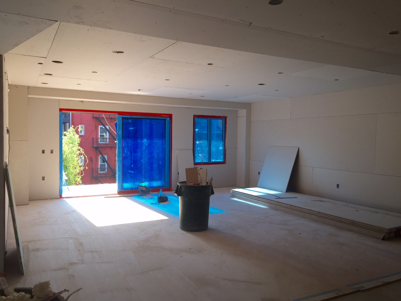 6/9/15 Huge living & dining area