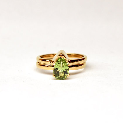 Gold vermeil Clitorati ring, set with periodot, Size Q1/2
