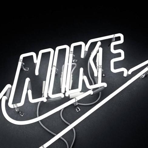 rizon-parein-nike-fluorescent-advertisin