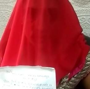 गैंगरेप पीड़िता ने आरोपियों की गिरफ्तारी ना होनें  पर अपनी तीन वर्षीय पुत्री के साथ एसपी ऑफिस में दी