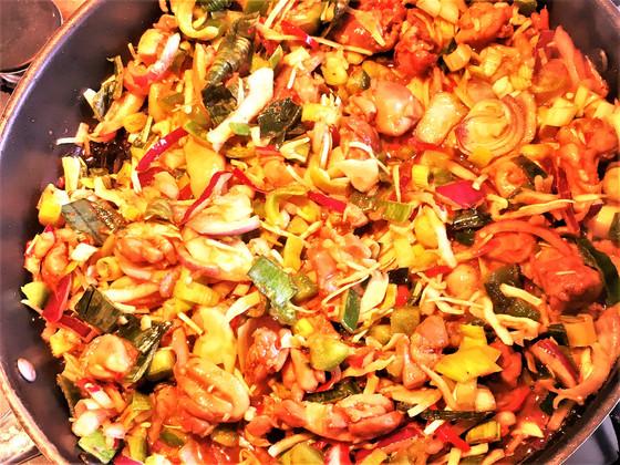 Roerbakken: Kip Hoisin met groente
