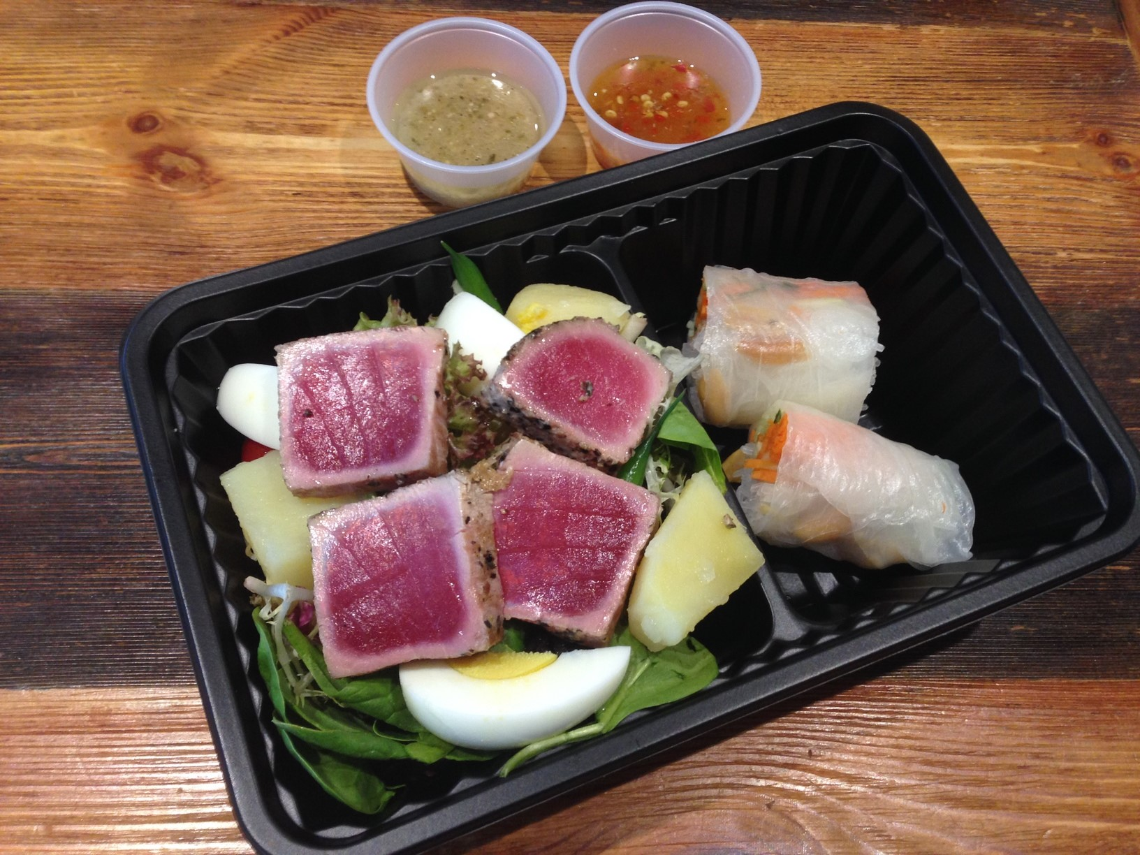 Tuna nicoise salad & rice roll