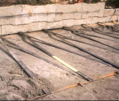 700.Geosynthetic and reinforced earth