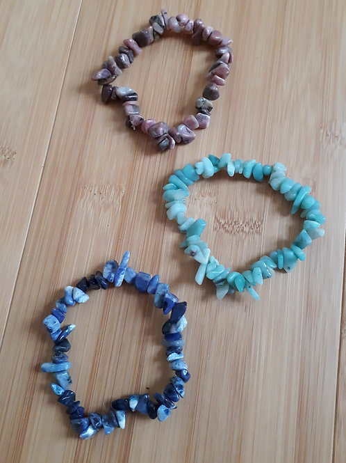 Bracelet baroque aux éclats de pierres énergétiques